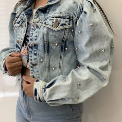 Jaqueta jeans com spikes